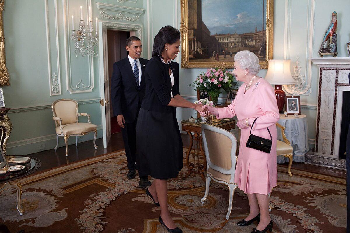 Geen vos, nerts of zeehond meer in nieuwe outfits Britse Queen Elizabeth