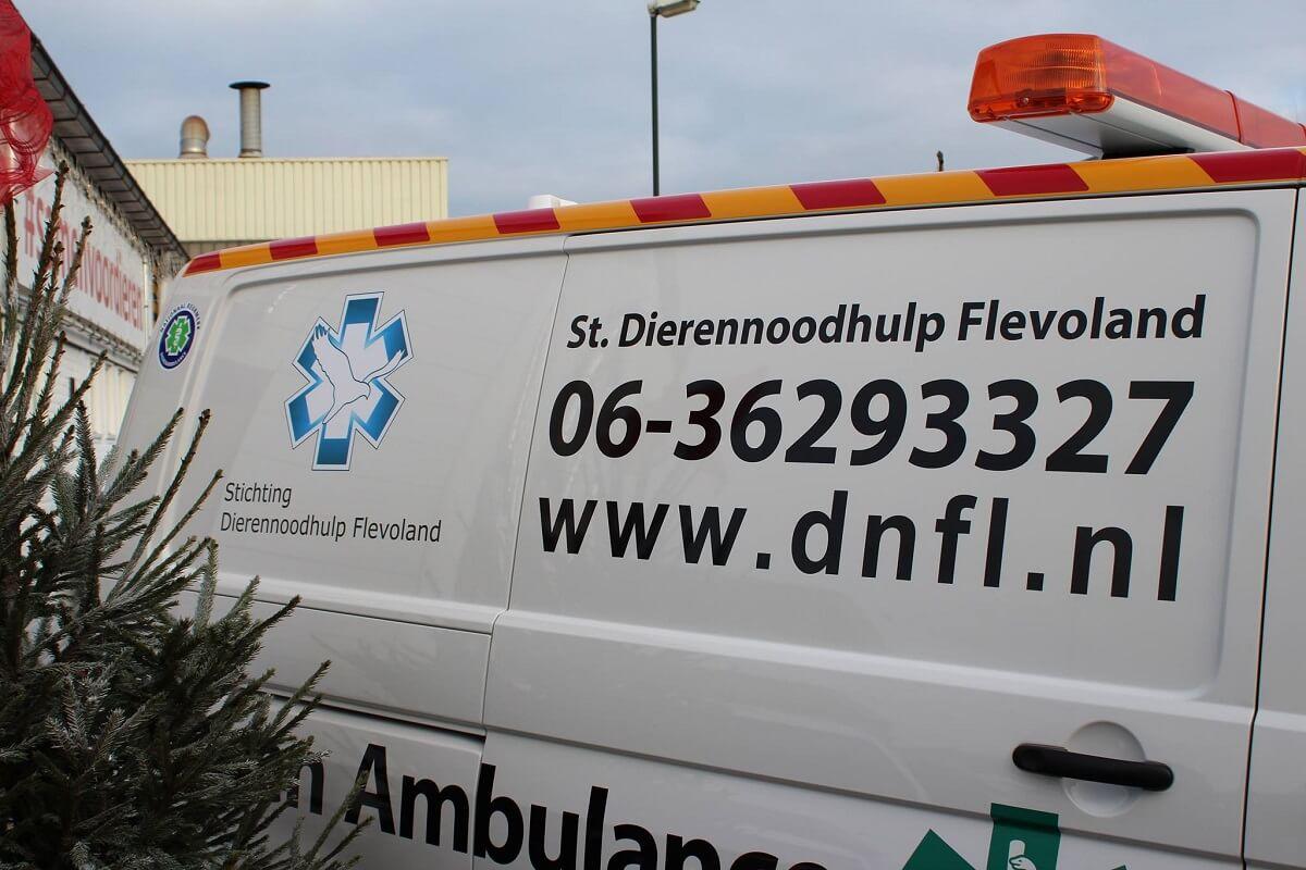 dierenambulance van Stichting Dierennoodhulp Flevoland