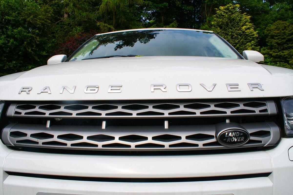 ontbossing door lederen interieurs BMW en Jaguar Land Rover