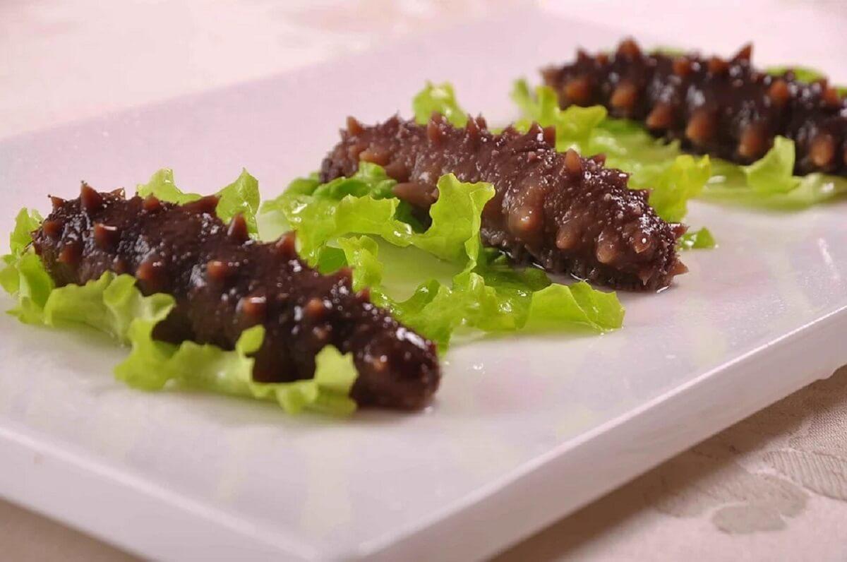 zeekomkommers gesmokkeld als afrodisiacum