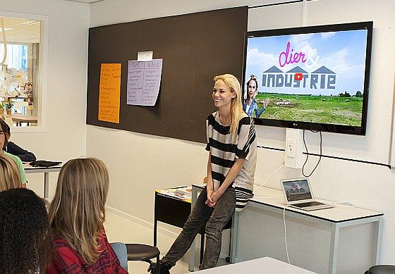 Nicolette Kluijver voor de klas