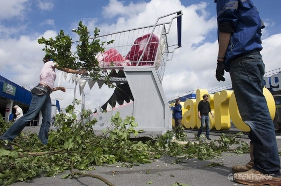 Greenpeace voert actie bij Makro