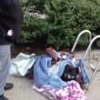 Dakloze man geeft hond niet op voor warm onderkomen