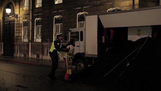 Greenpeace in actie in Parijs