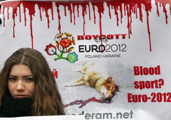 Dierenbeschermers de straat op in Oekraïne