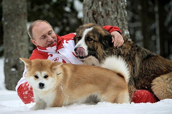 Putin met zijn honden Yume en Buffy - multi-miljardair