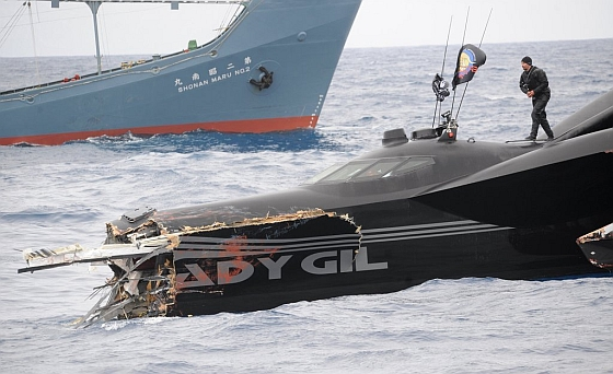 Het beschadigde schip van Sea Shepherd